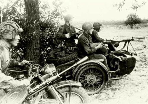 Szovjet motorkerékpáros felderítők