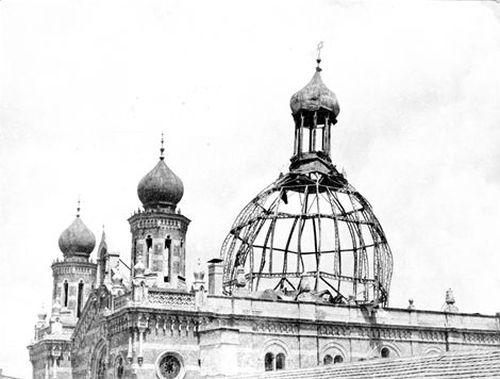 z 1947-ben leégett Deák Ferenc utcai zsinagóga kupolája