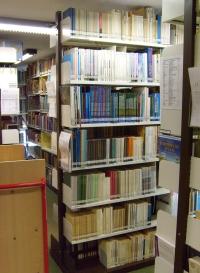 5. kép: A magyar tankönyvek polcai a GEI-ben (Braunschweig, 2012. augusztus 6.)