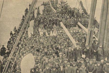 A kivándorlók részt vesznek Vay Péter szentmiséjén a fedélzeten