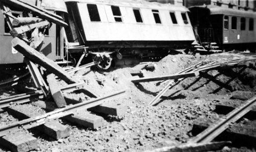 Elpusztult vasúti kocsik a Vagongyár közelében