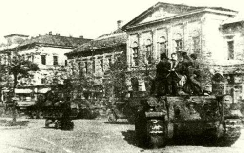 Debrecenbe bevonuló szovjet páncélosok