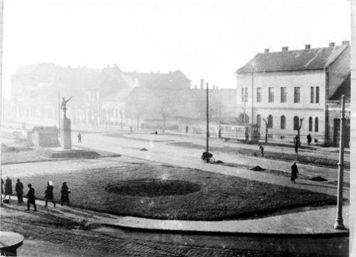 Az újjáépült Petőfi tér