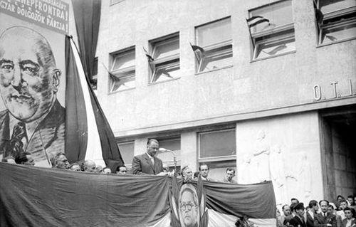 ommunista agitáció